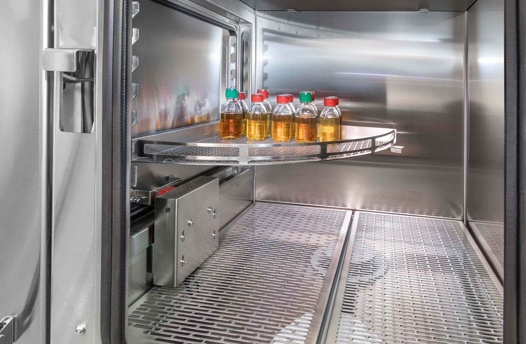 LaboratoryIsolator-SKANFOGPURE_shelf1